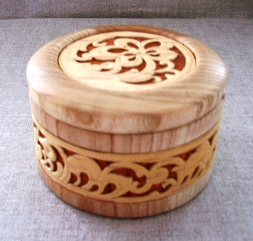 шкатулка из дерева с прорезной берестой Цветочная