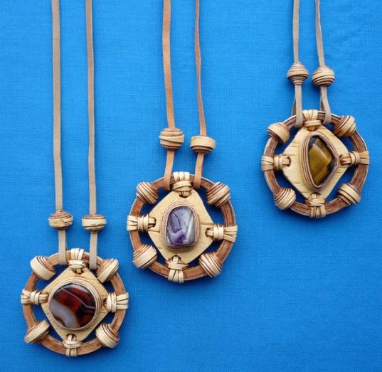 украшение из бересты с натуральным камнем Колесо фортуны