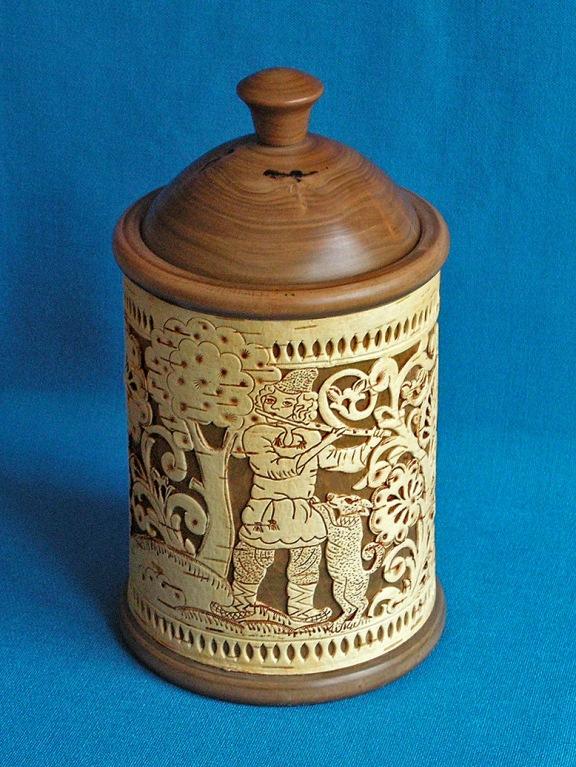 шкатулка деревянная (короб) с прорезной берестой Музыкант