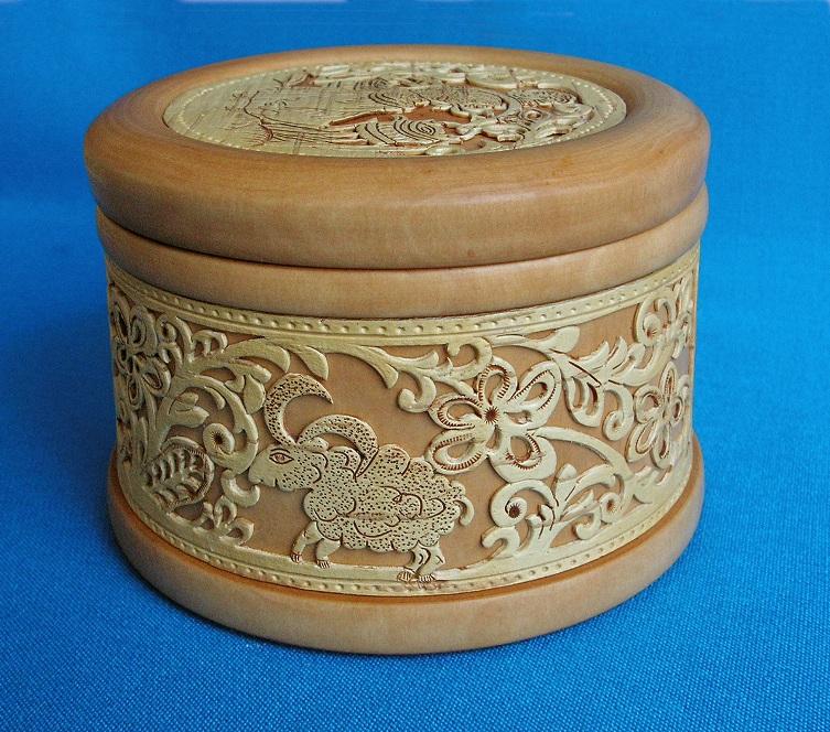 шкатулка деревянная с прорезной берестой Пастушок