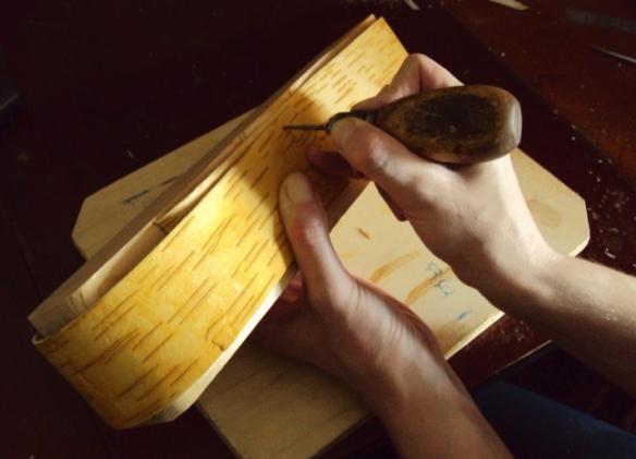 как сдеать шкатулку из бересты своими руками
